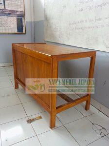 Meja guru tanpa biro jati