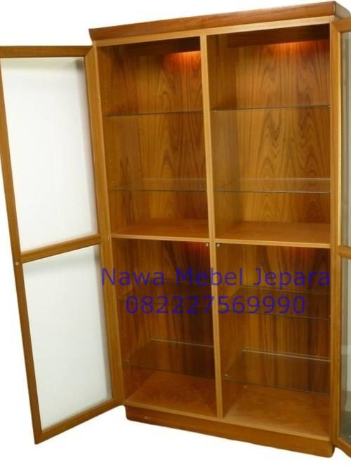 Almari Kaca Kayu Jati 2 Pintu Modern