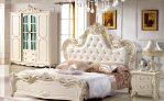 Set Kamar Tidur Pengantin Klasik Mewah
